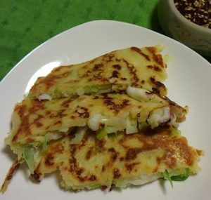 【レシピ】「三食ごはん 農村編2」の料理を作ってみた! イカとネギのチヂミ